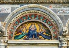 Domo Pisa Itália de Mary Angels Mosaic Facade Cathedral do Virgin imagens de stock royalty free