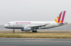 Domodedovo-Flughafen, Moskau - 25. Oktober 2015: Airbus A319 D-AKNN von Germanwings-Fluglinien Lizenzfreie Stockfotografie