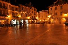 Domodossola, Italië Levendig Italiaans vierkant bij nacht Royalty-vrije Stock Fotografie