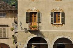 Domodossola Italien Detalj för marknadsfyrkant royaltyfria bilder