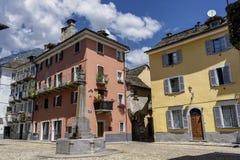 Domodossola Piedmont, Italien: historiska byggnader arkivbild