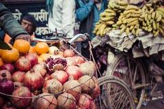 Domokrążcy bubel jego owoc w Thamel w Katmandu, Nepal obrazy stock