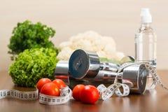 Domoren met het meten van band, groenten en Stock Afbeelding
