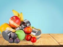 Domoren met het meten van band, groenten en Stock Afbeeldingen