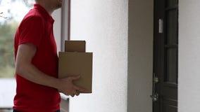 Domowa doręczeniowa usługa - akceptować dostawę pudełka zbiory