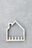 Domowa ikona na betonowym tle, Domowa budowa Obrazy Royalty Free