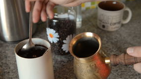 Domowa kawa w stole zbiory wideo