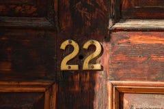 Domowa liczba 22 na drewnianym drzwi Zdjęcia Royalty Free