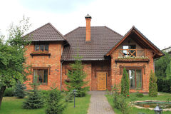 Domowa powierzchowność niedawno uzupełniający wielki podmiejski dom obraz stock