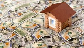 Domowa wzorcowa pozycja na stosie dolarowi rachunki Zdjęcia Stock