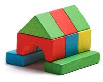 Domowa zabawka blokuje odosobnionego białego tło, drewniany dom Obraz Stock