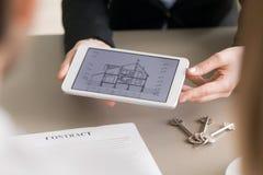 Domowa zakup pożyczka Agenta nieruchomości pokazywać przedziałowy ho Obraz Royalty Free