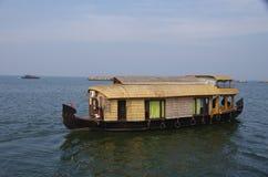 Domowe łodzie w Vembanad jeziorze w Kerala, India Obrazy Royalty Free