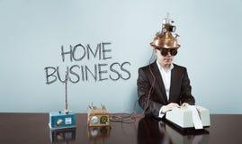 Domowego biznesu tekst z rocznika biznesmenem przy biurem obraz stock
