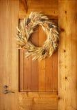 Domowego home front spadku jesieni dziękczynienia dekoracj kraju stylu drzwiowy naturalny botaniczny nieociosany wianek na drewni Obrazy Royalty Free