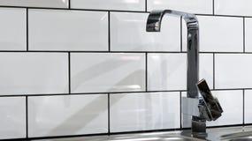 Domowego wnętrza kuchenny wodny klepnięcie Zdjęcie Royalty Free
