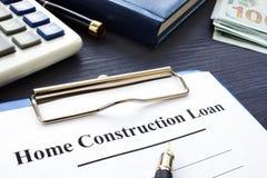 Domowej budowy pożyczkowa polisa i pieniądze zdjęcia royalty free