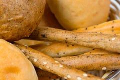 Domowej roboty świeżość chleb w koszu obrazy royalty free