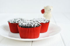 Domowej roboty babeczki z czekoladowym glazerunkiem i koksem Fotografia Stock