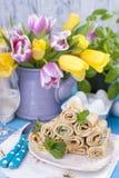 Domowej roboty bliny z mennicą i wapnem Tradycyjni Rosyjscy wiosen ciasta Wyśmienicie rodzinny śniadaniowy kucharstwo dla karnawa Zdjęcia Royalty Free