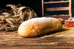 Domowej roboty bochenek chleb i składniki Fotografia Stock