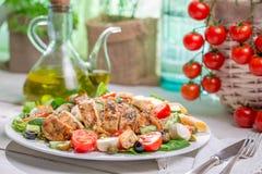 Domowej roboty Caesar sałatka z świeżymi warzywami Zdjęcia Royalty Free