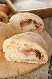 Domowej roboty chleb faszerujący z kiełbasą i serem Zdjęcie Stock