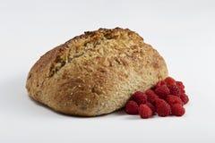 Domowej roboty chleb i malinka Zdjęcie Royalty Free