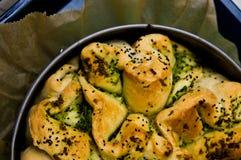Domowej roboty chleb z cebuli i pikantności jedzenia fotografią Obrazy Royalty Free