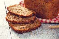 Domowej roboty chleb z spikelet banatka na płótnie na deski Zdjęcie Stock