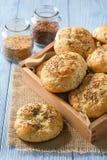 Domowej roboty chlebowe rolki z lnów ziarnami Obrazy Stock