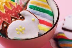 Domowej roboty ciastka w postaci Wielkanocnych figurek Obrazy Stock