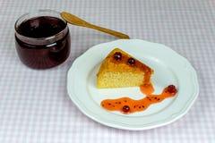 Domowej roboty ciastko i szklany słój z agrestowym dżemem Obraz Royalty Free