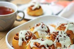 Domowej roboty ciasto z cynamonem dla śniadania Fotografia Royalty Free