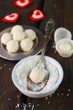 Domowej roboty cukierku biała czekolada z koksem Kokosowe piłki Obraz Royalty Free
