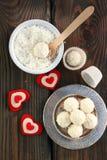 Domowej roboty cukierku biała czekolada z koksem Kokosowe piłki Obrazy Royalty Free