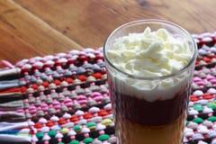 Domowej roboty custard z śmietanką i czekoladą zdjęcie royalty free