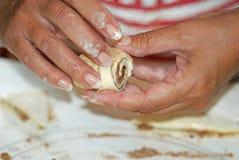 domowej roboty cynamonowe bułeczki Zdjęcia Stock