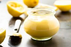 Domowej roboty cytryny curd w szklanym słoju Zdjęcia Royalty Free