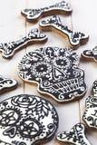 Domowej roboty czaszek ciastka dla Halloween Zdjęcia Royalty Free