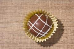 Domowej roboty czekoladowa trufla Mieszkanie nieatutowy projekt cukierek piłka Zdjęcia Stock