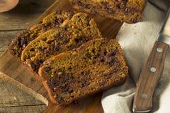 Domowej roboty Czekoladowego układ scalony bani chleb Fotografia Royalty Free