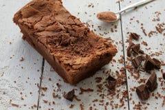 Domowej roboty Czekoladowy tort z kraciastą czekoladą Obrazy Royalty Free