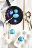 Domowej roboty dekoracj jajek naturalny sposób Fotografia Royalty Free
