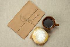 Domowej roboty dojni ciastka i filiżanka kawy Obrazy Stock