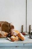 Domowej roboty donuts z cukieru proszkiem Zdjęcie Royalty Free