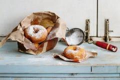 Domowej roboty donuts z cukieru proszkiem Obrazy Stock