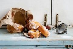 Domowej roboty donuts z cukieru proszkiem Obrazy Royalty Free