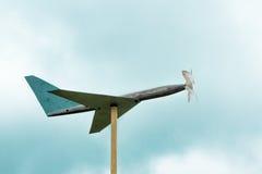 domowej roboty drewniany samolot, ogrodowa dekoracja Obraz Stock