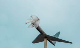 domowej roboty drewniany samolot, ogrodowa dekoracja Obraz Royalty Free